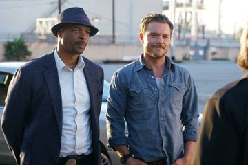 "Damon Wayans Says Physically Abusive Lethal Weapon Costar ""Relished in Making Women Cry"""