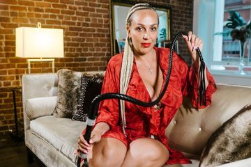 Women are taking dominatrix classes to lure powerful Manhattan billionaires